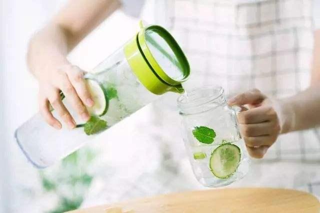 夏季巧补水 排毒防便秘