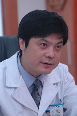 樊志敏–主任中医师,教授。任职全国中医肛肠中心主任,江苏中医临床医学中心副主任,南京中医药大学第三附属医院副院长。
